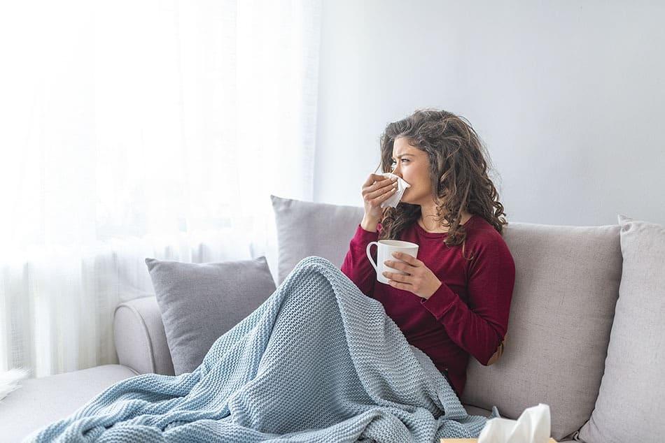 Vitaminer og mineraler som styrker immunforsvaret bilde av en dame